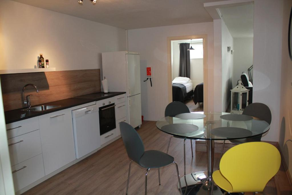A kitchen or kitchenette at Bay View Apartments