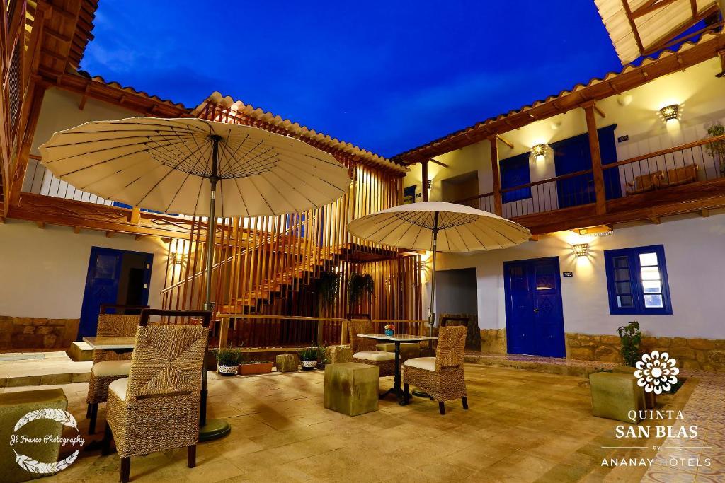 El salón o zona de bar de Quinta San Blas by Ananay Hotels