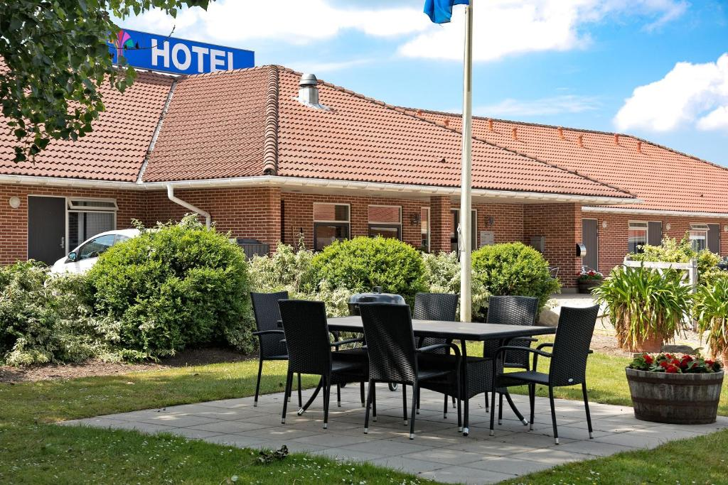 A porch or other outdoor area at Hotel Varde