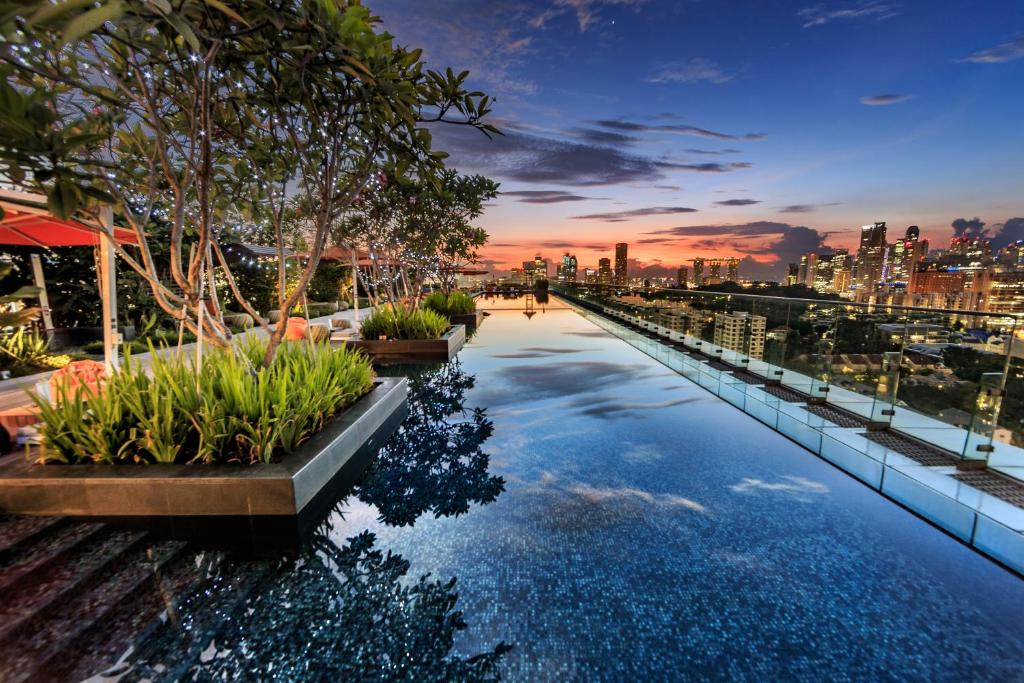 The swimming pool at or near Hotel Jen Orchardgateway Singapore by Shangri-La (SG Clean)