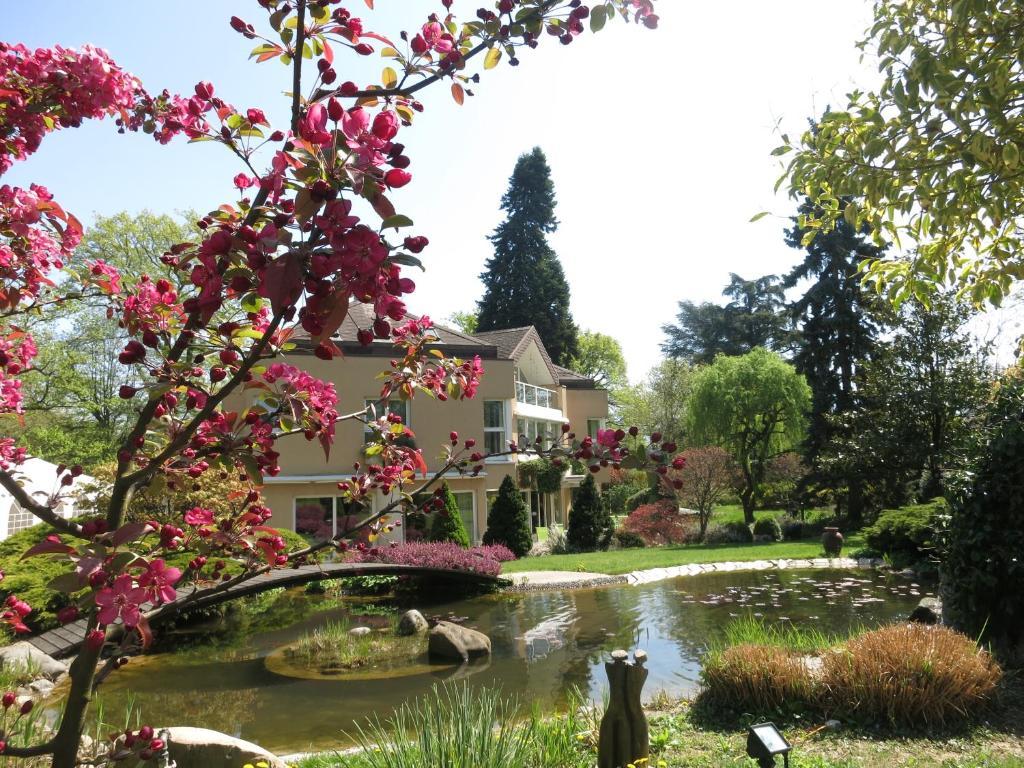 Ein Garten an der Unterkunft Villa Esprit3