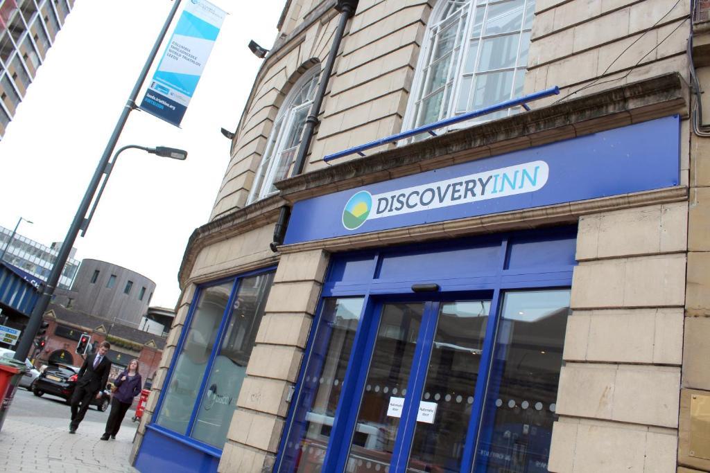 The facade or entrance of Discovery Inn - Leeds
