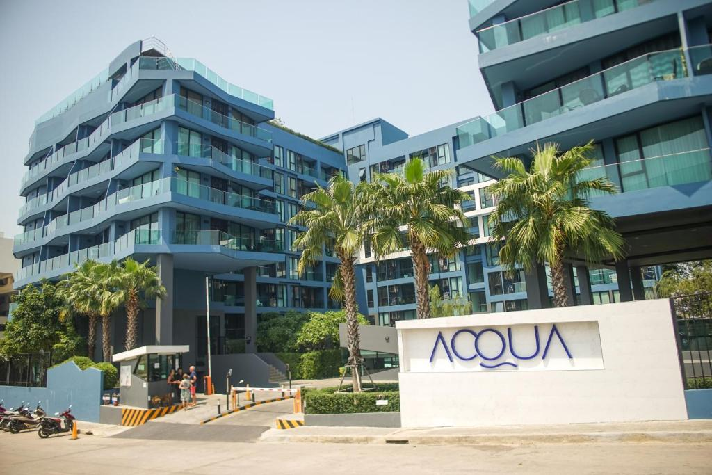 The facade or entrance of Acqua Condominium By Mr.Butler