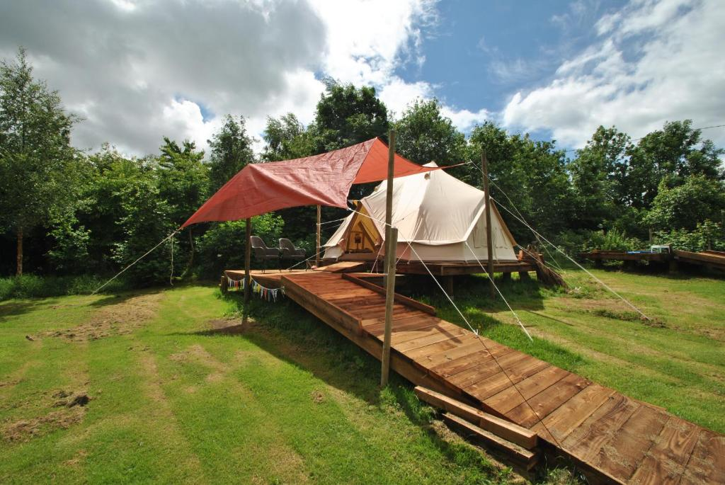 A garden outside Enchanting Glamping - Bell Tent