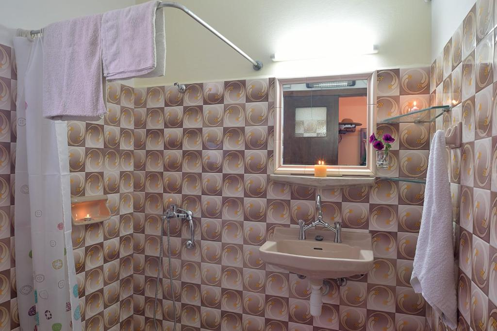 A bathroom at Anna Apartments Kanoni