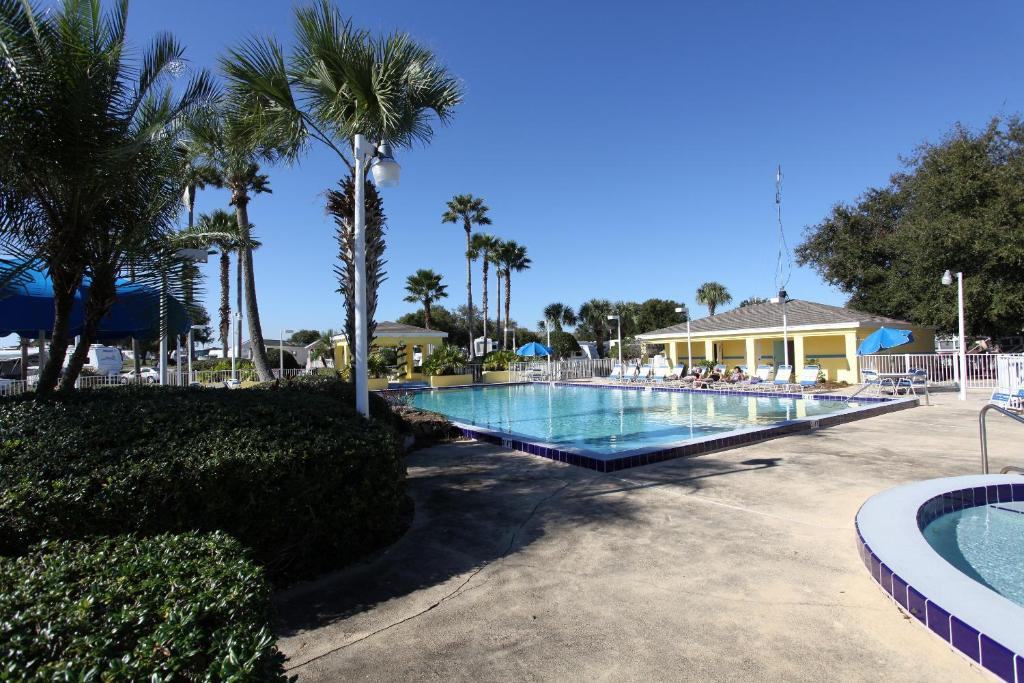 A piscina em ou perto de Lake Magic Cottage 5