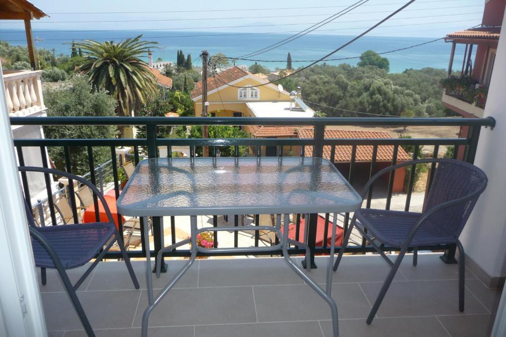 Un balcon sau o terasă la Tassos Village House
