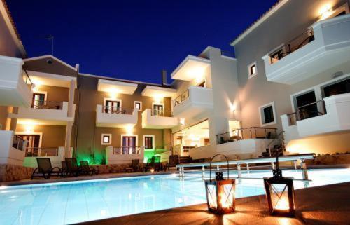 Πισίνα στο ή κοντά στο Theros Hotel