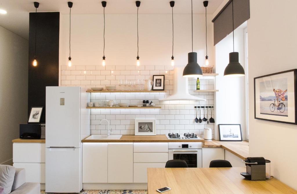 A kitchen or kitchenette at Apartments on Belinskogo ulitsa