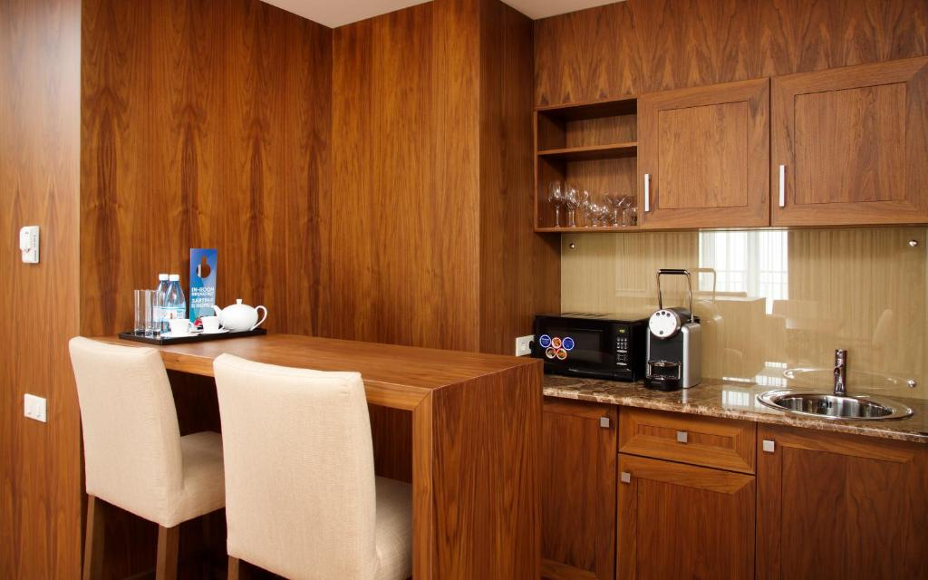 Кухня или мини-кухня в Medical Spa Hotel Rosa Springs