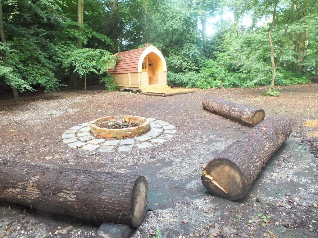 Kawasan patio atau luaran di Hollington Park Glamping
