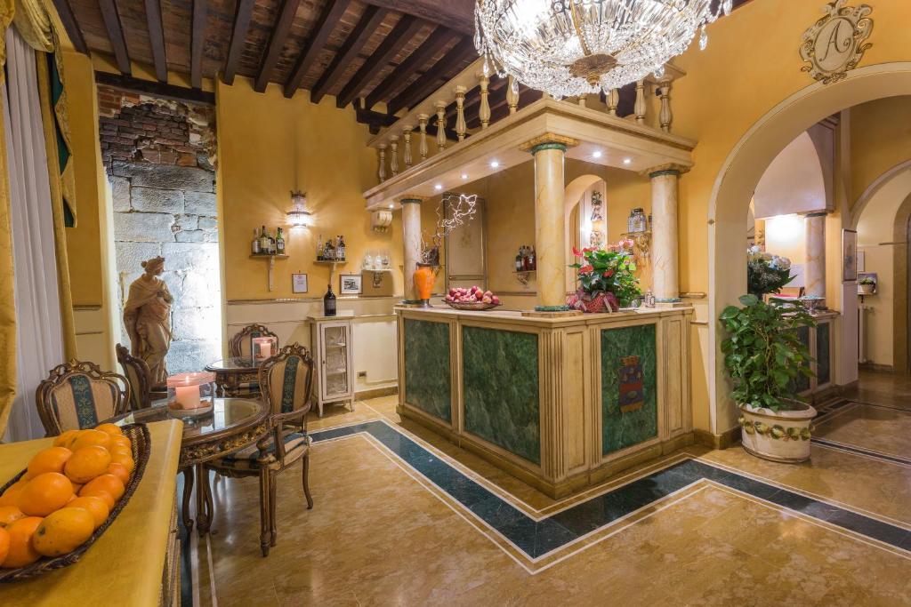 O saguão ou recepção de Hotel Palazzo Alexander