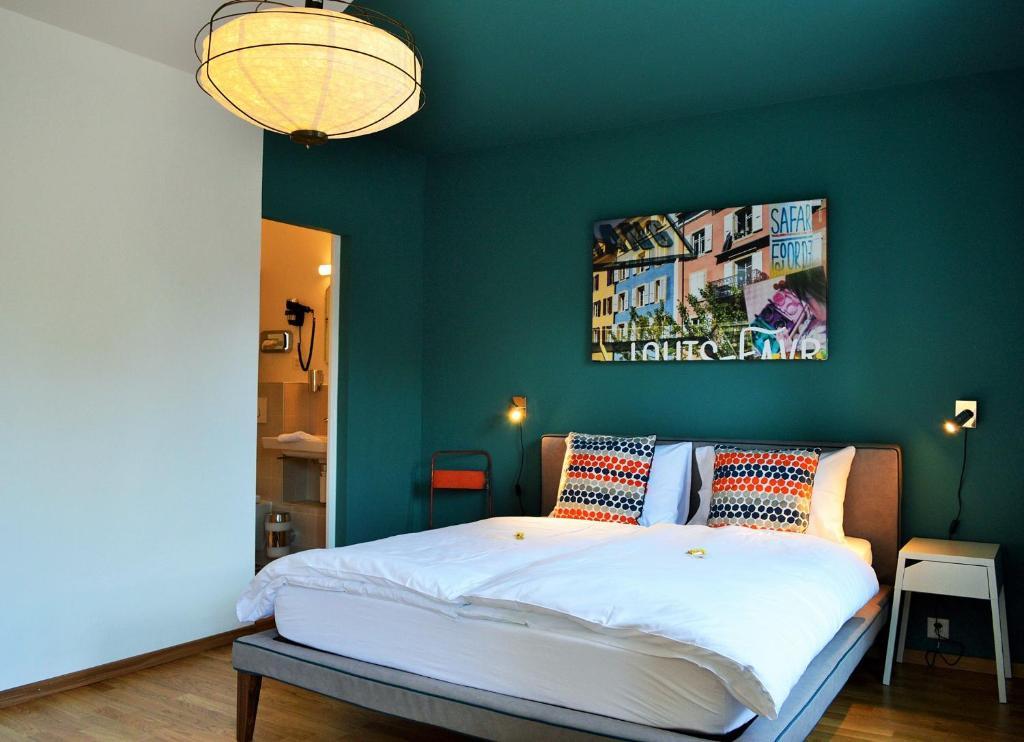 Ein Bett oder Betten in einem Zimmer der Unterkunft B&B Louis-Favre 21