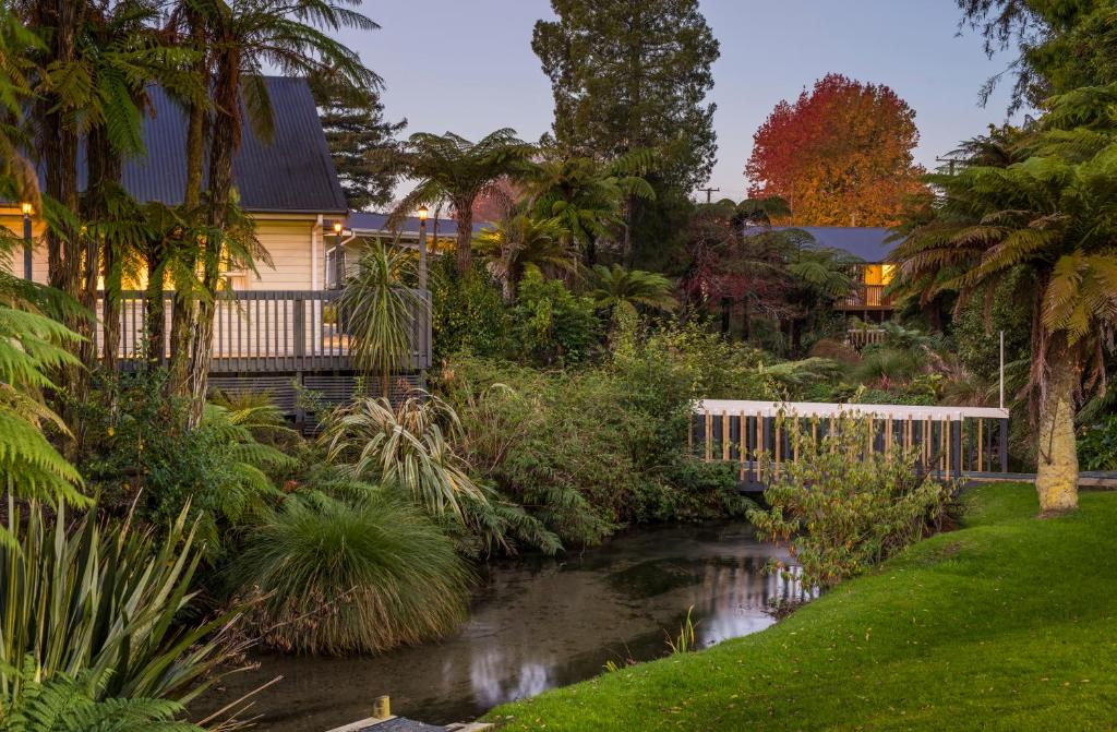 A garden outside Best Western Braeside Rotorua & Conference Centre