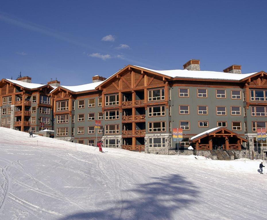 Stonebridge Lodge during the winter