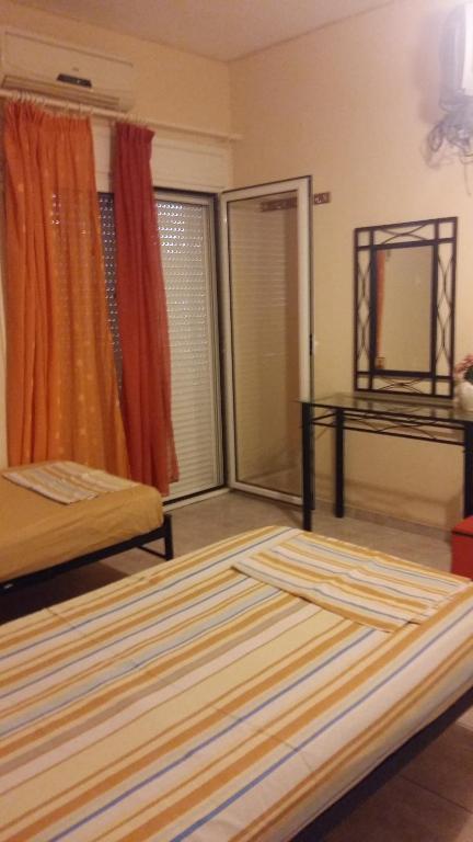 Katil dua tingkat atau katil-katil dua tingkat dalam bilik di Aliveri Rooms