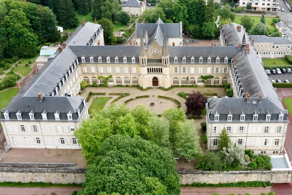Bed and Breakfast Espace Bernadette Soubirous Nevers, France ...