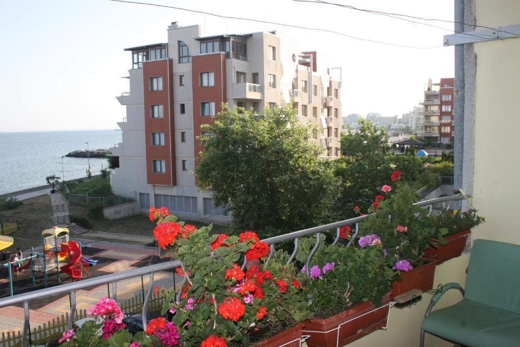 A balcony or terrace at Homestay Kostadinov