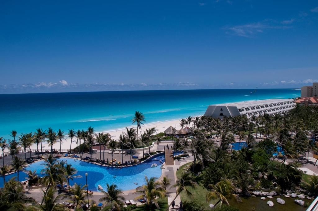 A bird's-eye view of Oasis Cancún Lite - All Inclusive