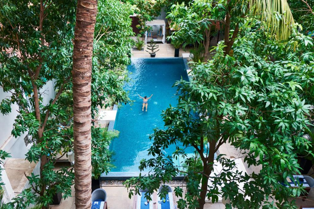 A view of the pool at Blue Lime Phnom Penh or nearby