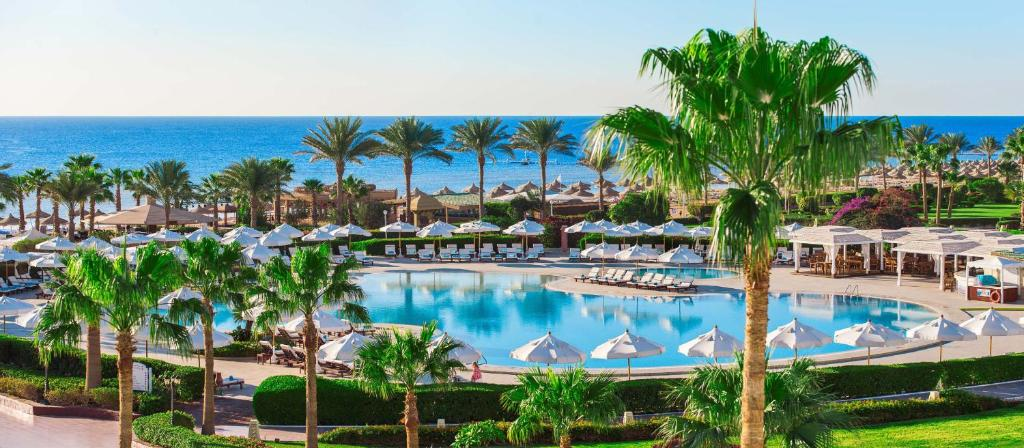 Басейн в Baron Resort Sharm El Sheikh або поблизу