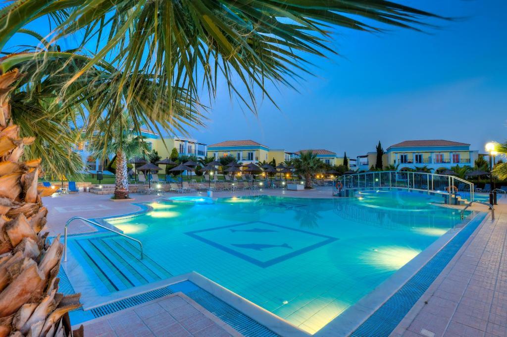 Het zwembad bij of vlak bij Corali Hotel