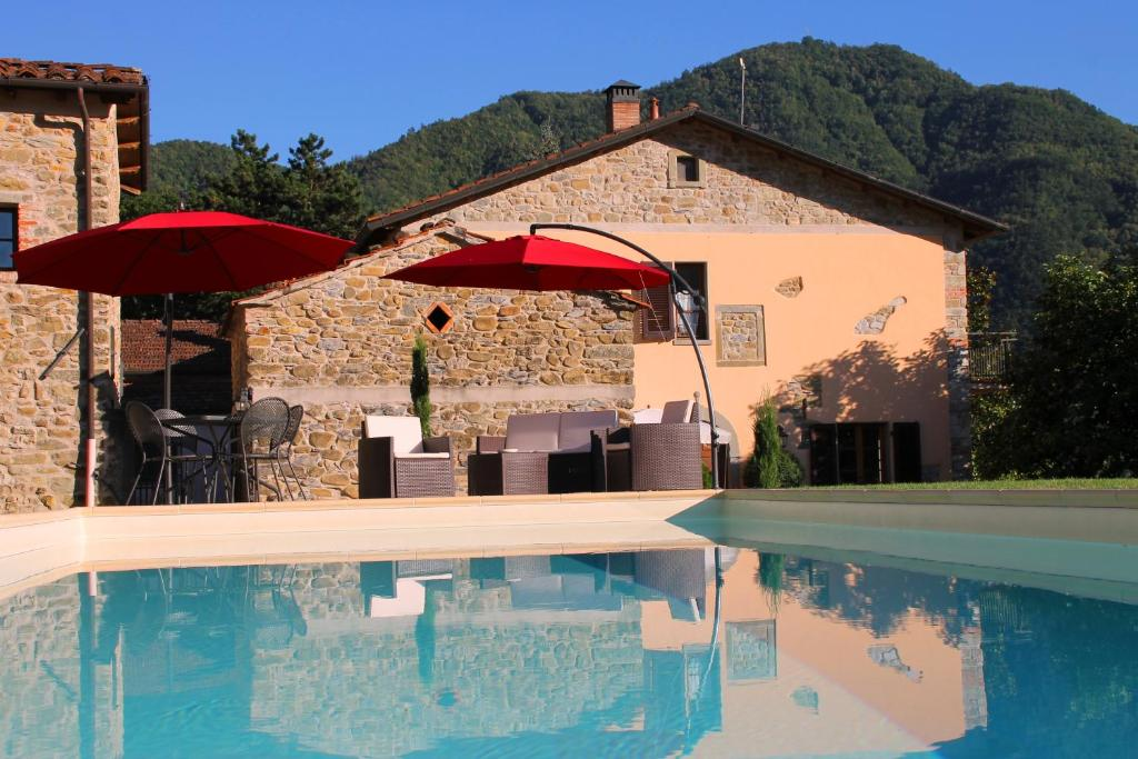 The swimming pool at or near Agriturismo I Chiosi