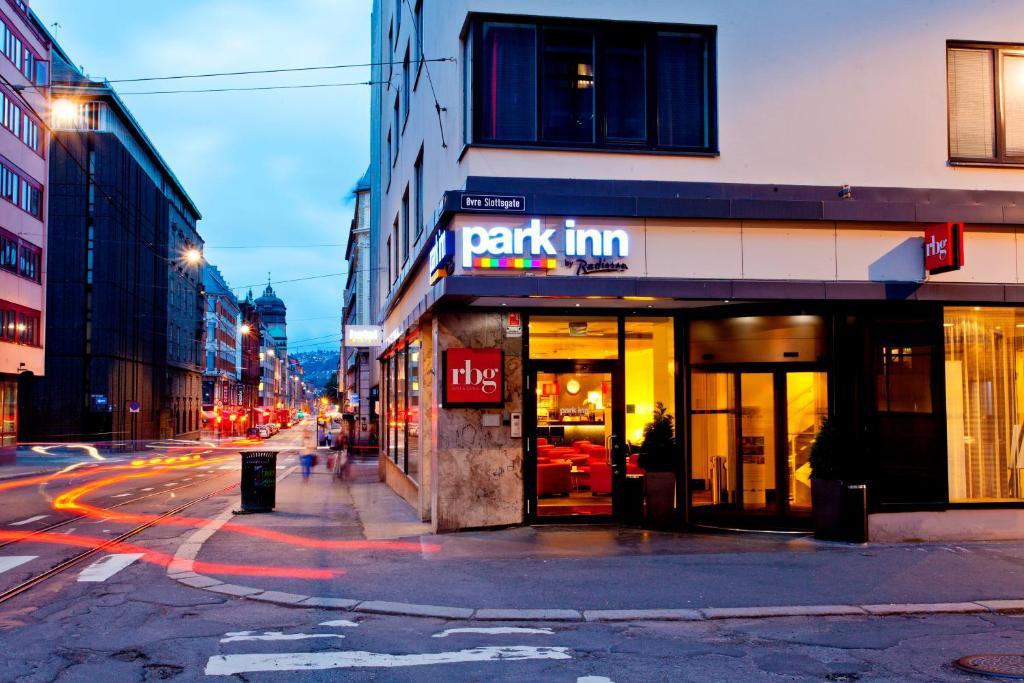 Fasadas ar įėjimas į apgyvendinimo įstaigą Park Inn by Radisson Oslo