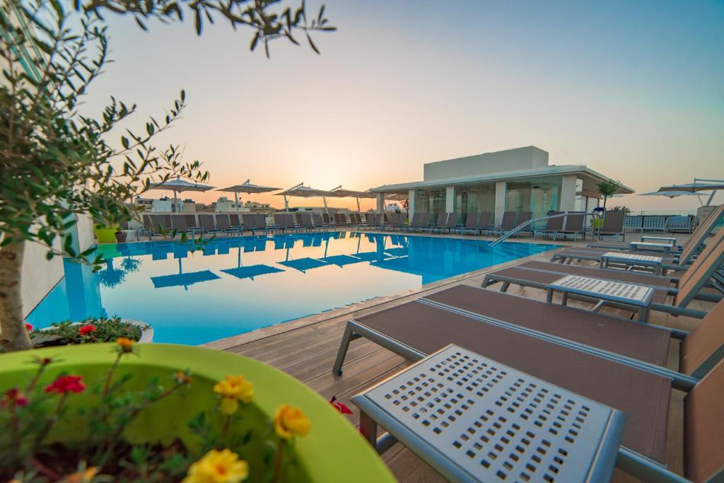 The swimming pool at or near Maritim Antonine Hotel & Spa