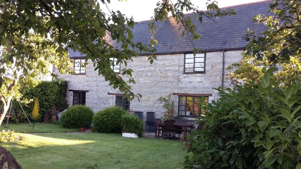 A garden outside Higher Wrantage Farmhouse Bed & Breakfast