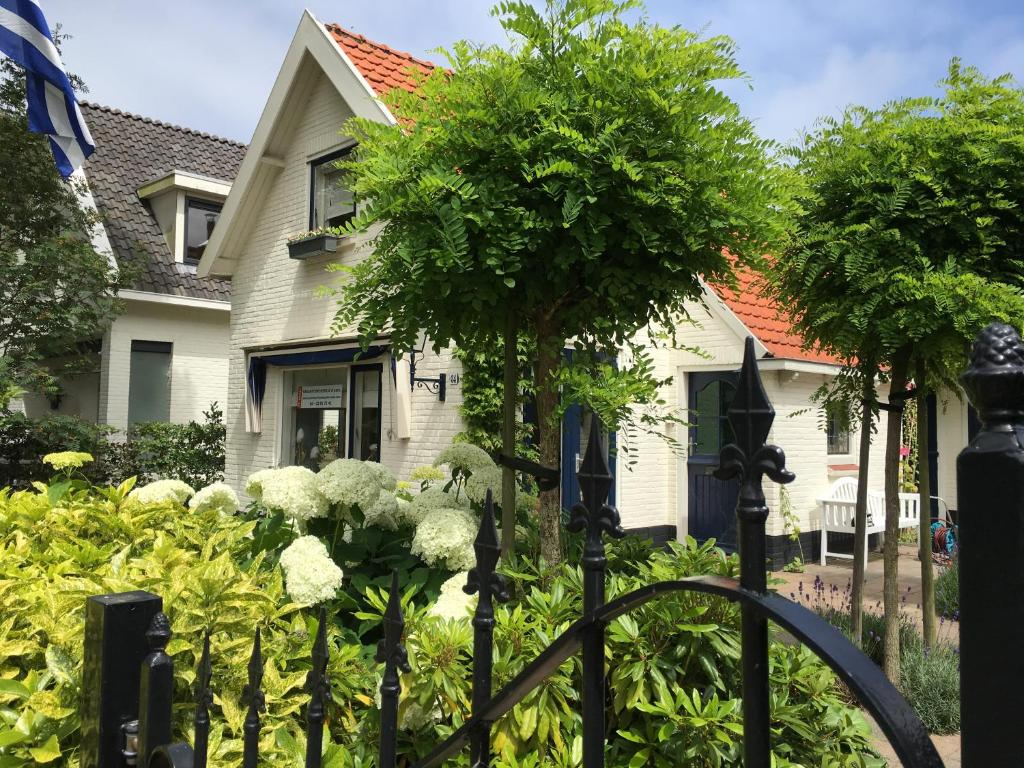 Een tuin van Pittoresque house near the beach
