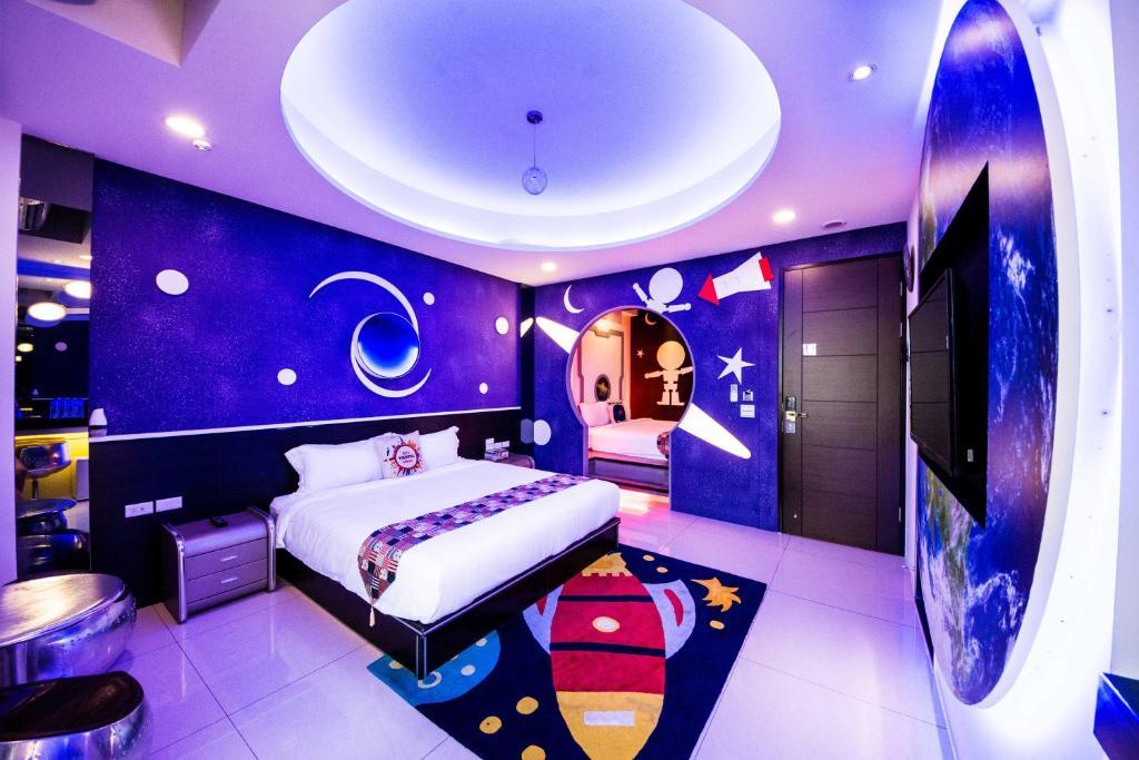 A room at C'est la Vie No.8