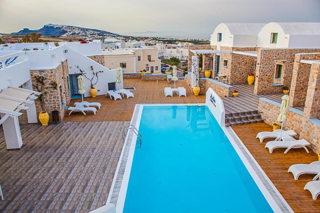 Uitzicht op het zwembad bij Nautilus Dome of in de buurt