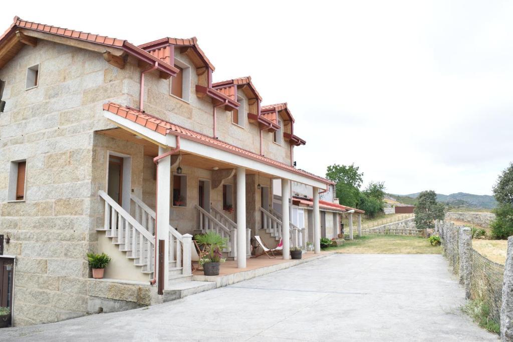 A fachada ou entrada de Casa Requias