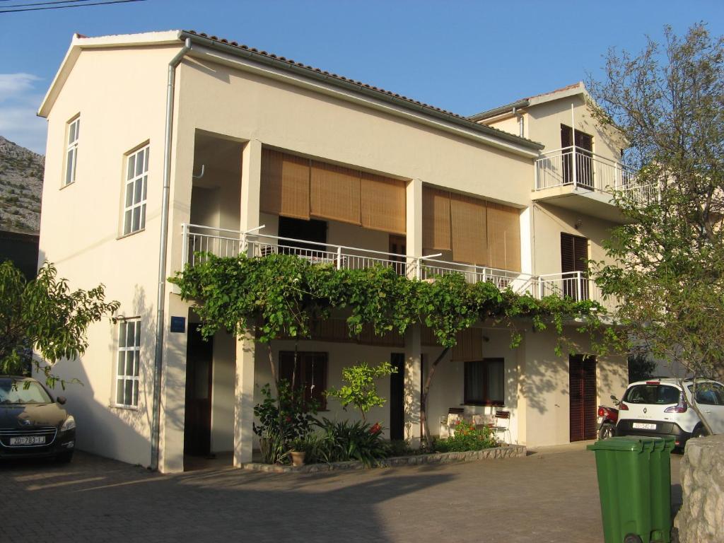 The facade or entrance of Apartmani Milka