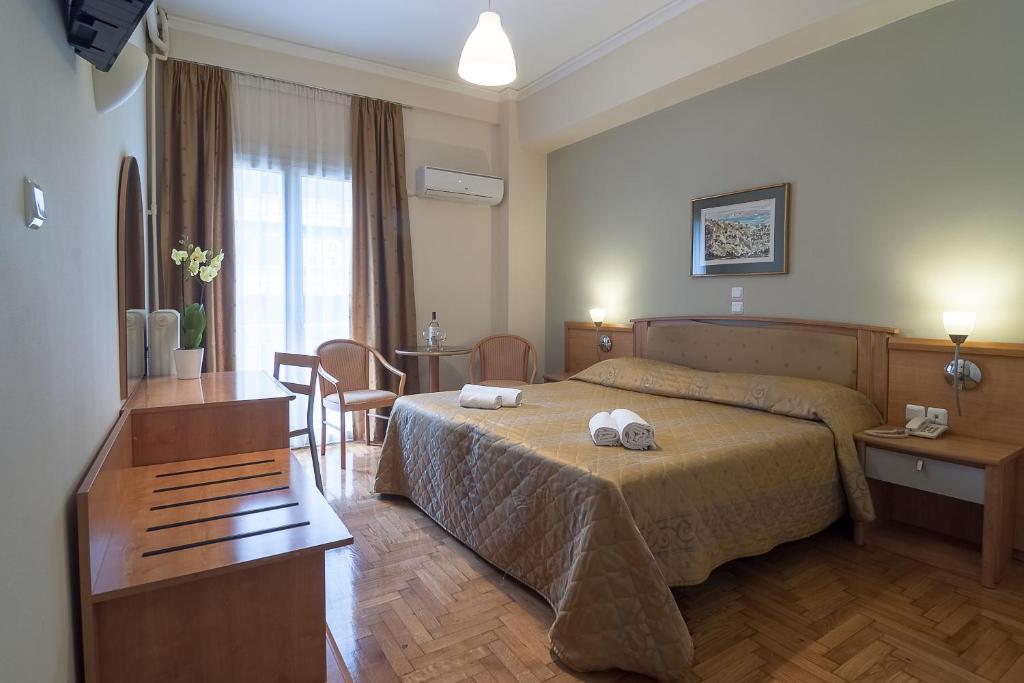 Letto o letti in una camera di Ares Athens Hotel