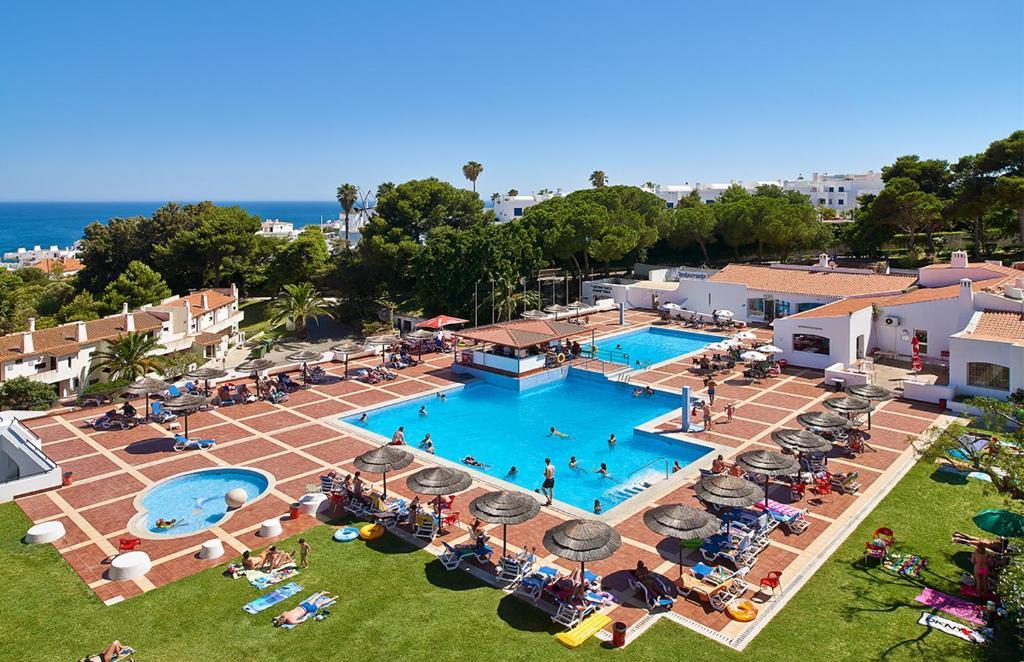Het zwembad bij of vlak bij Albufeira Jardim