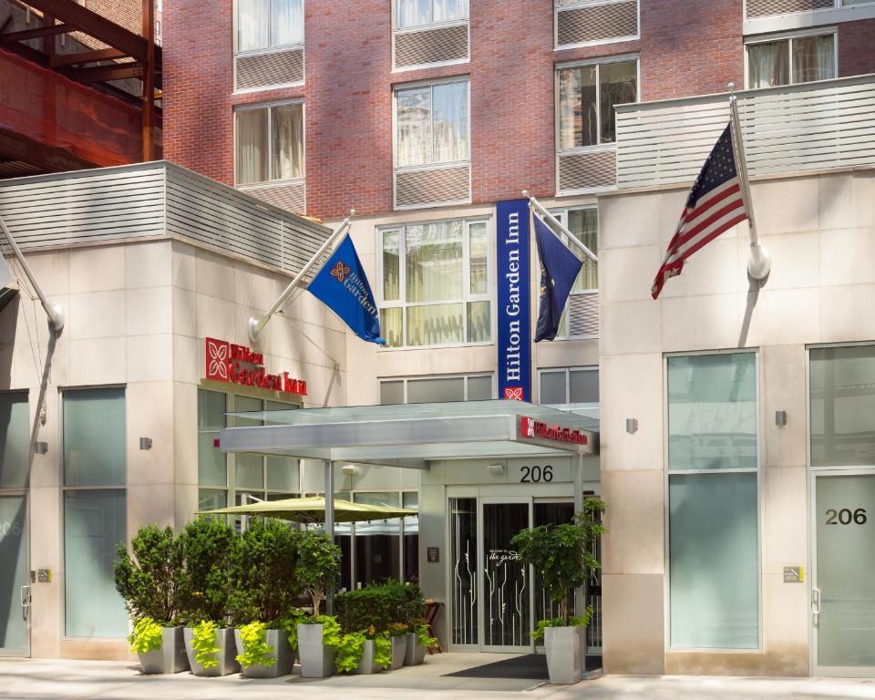 The facade or entrance of Hilton Garden Inn New York Manhattan Midtown East