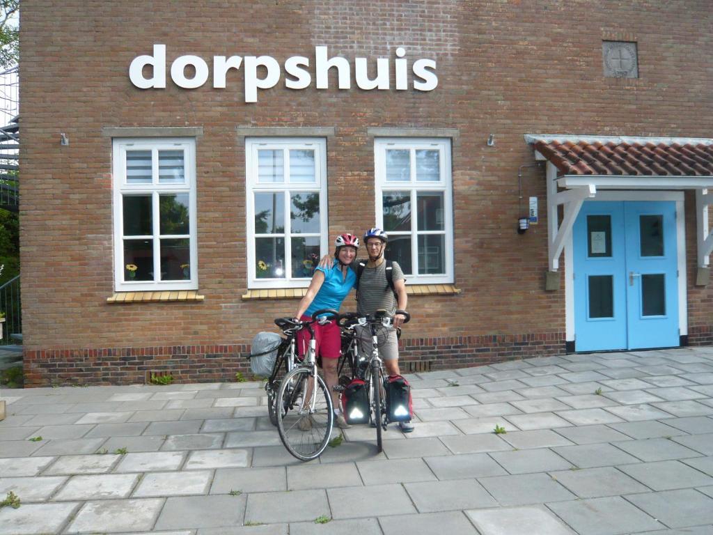 The facade or entrance of Dorpslogement Pieterburen