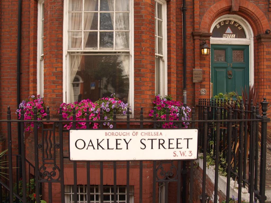 The facade or entrance of Oakley Hotel