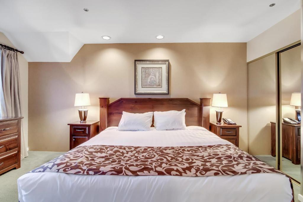 A room at Powder's Edge by Elevate Vacations