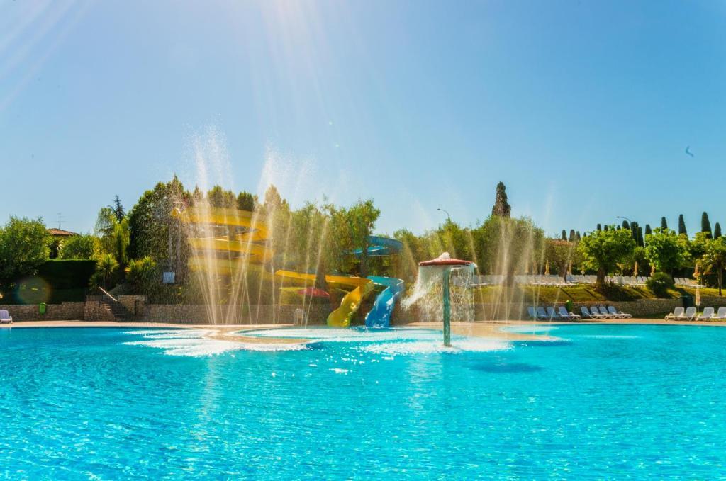 Der Swimmingpool an oder in der Nähe von Camping Spiaggia D'Oro