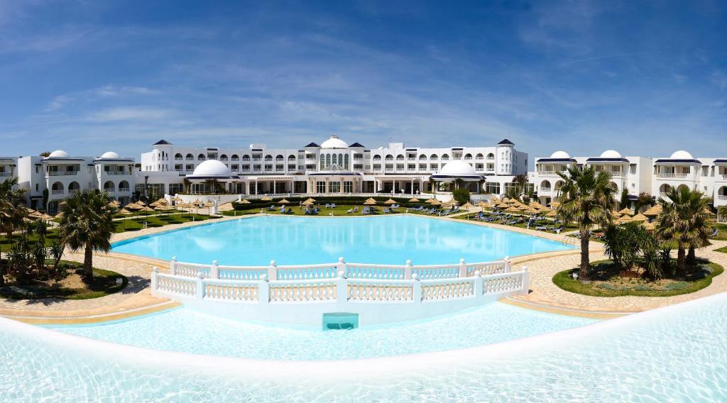 The swimming pool at or near Golden Tulip Taj Sultan Resort