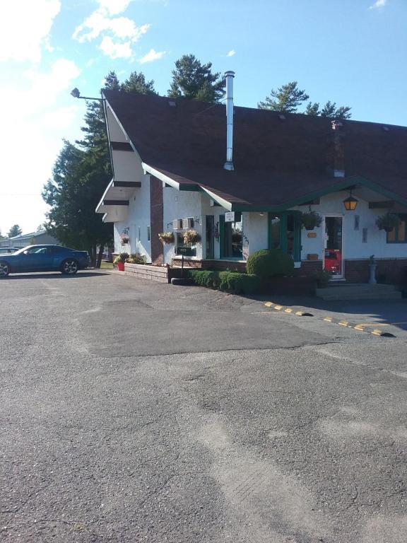 Façade ou entrée de l'établissement Motel les Pins