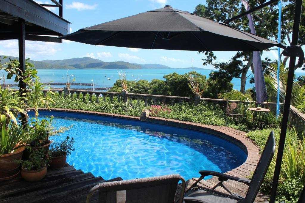 The swimming pool at or near Whitsunday Moorings B&B