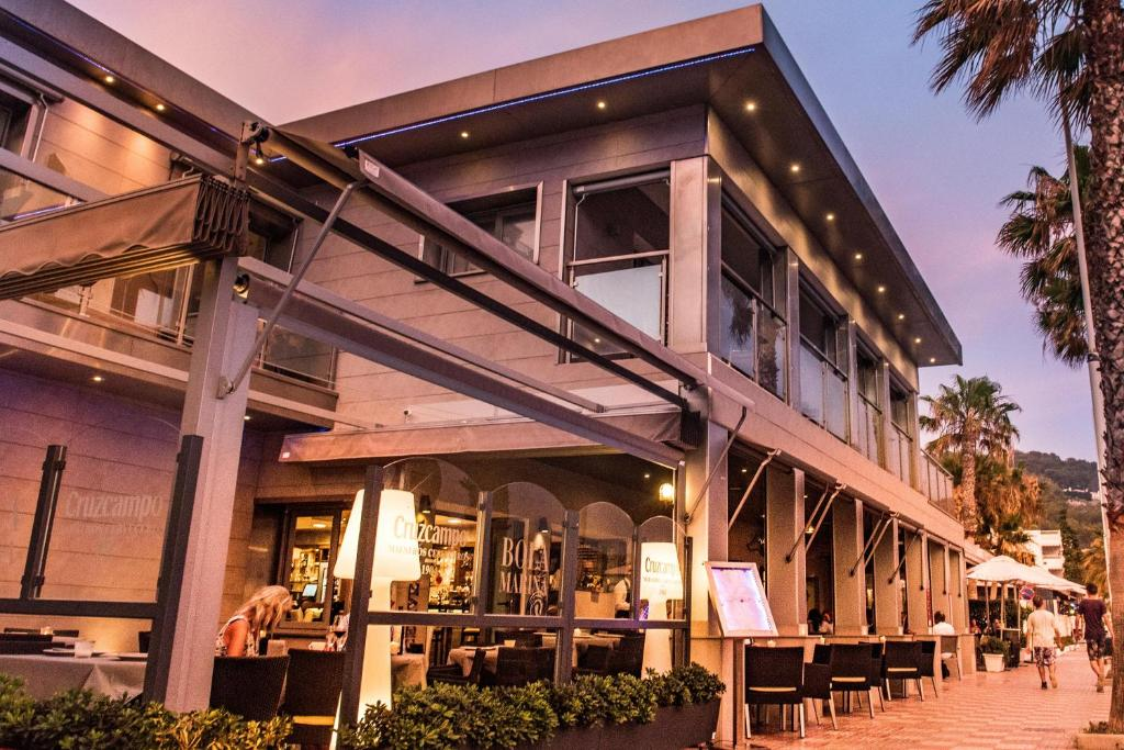 The lounge or bar area at La Caleta Bay