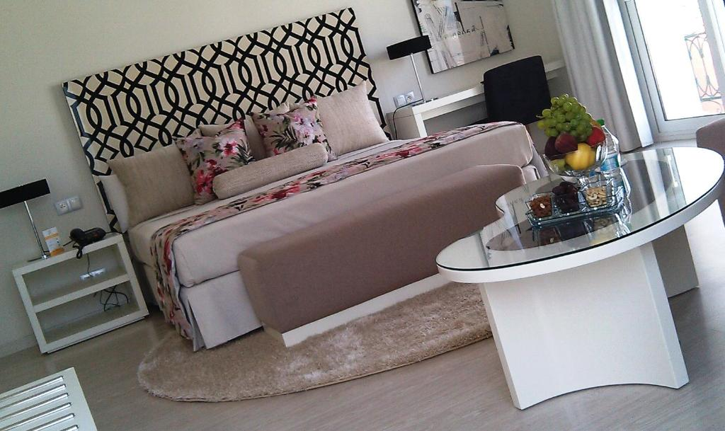 A seating area at Hotel Al Mandari