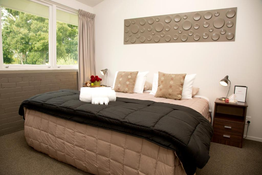 A bed or beds in a room at LaValla Estate