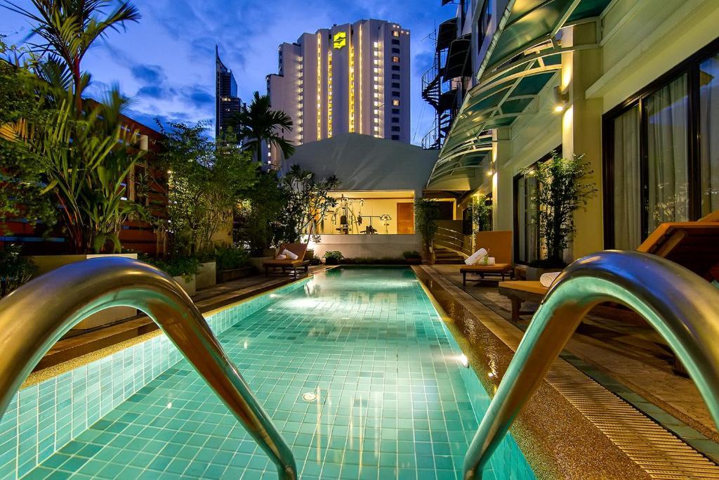 The swimming pool at or close to Bossotel Bangkok