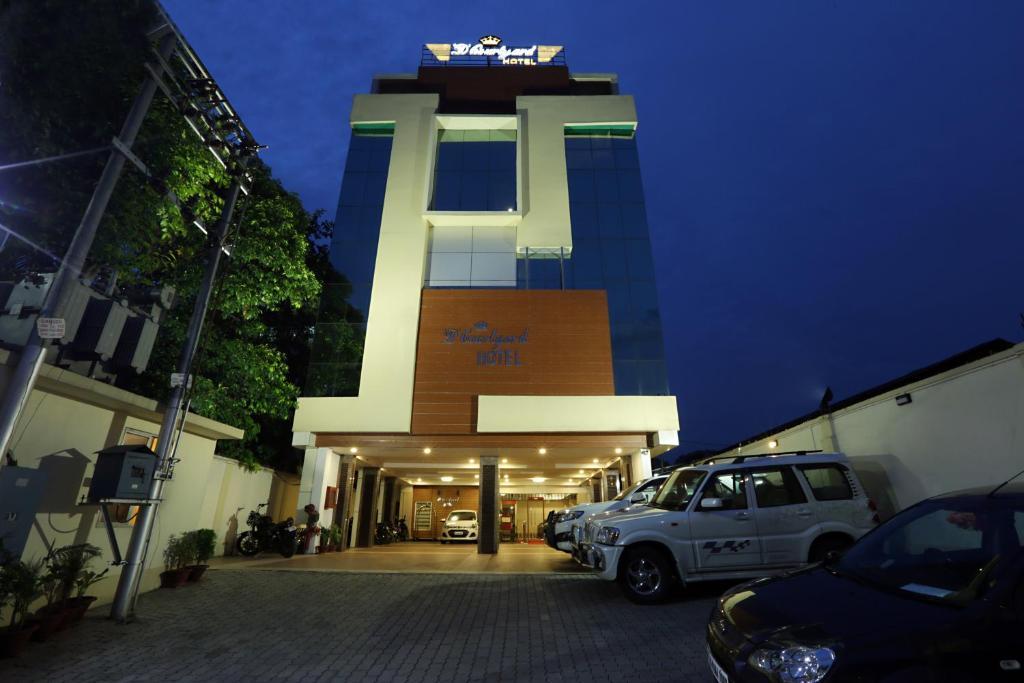 The facade or entrance of Hotel D Courtyard